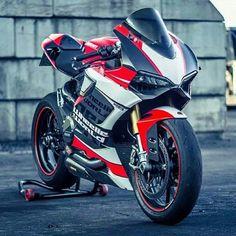 """• Ducati 1199 Panigale   @sarahhongerloot"""