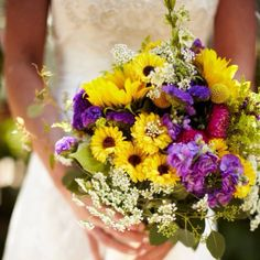 A wildflower bouquet with the perfect colors!