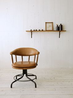 Harrison Swivel Chair in brown leather (Truck)