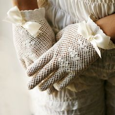 I remember Mama wearing some gloves like this on Easter...♥