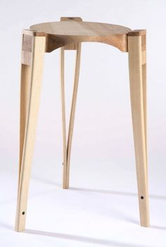 With Ovini Balance Stool, you will have a fun seating device. This cool stool is not only fun but also will give you a healthy sitting. Ovini Balance Stool is Woodworking Furniture, Plywood Furniture, Unique Furniture, Pallet Furniture, Furniture Projects, Contemporary Furniture, Furniture Design, Woodworking Hacks, Victorian Furniture