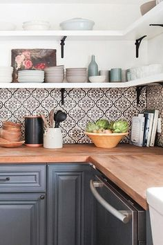 Supreme Kitchen Remodeling Choosing Your New Kitchen Countertops Ideas. Mind Blowing Kitchen Remodeling Choosing Your New Kitchen Countertops Ideas. Kitchen Interior, Chic Kitchen, House Tiles, Kitchen Tile, Kitchen Decor, Kitchen Wall, New Kitchen, Kitchen Tiles, Kitchen Renovation