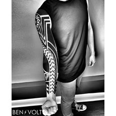 Finished this mostly freehand #polynesian #pacificisland inspired piece for David. Thanks for your trust, sitting like a rockstar and traveling from Texas to see me for your first tattoo! #benvolt #blackwork #tattoo #tattoos #graphicdesign #form8tattoo #sanfrancisco #blackworkerssubmission