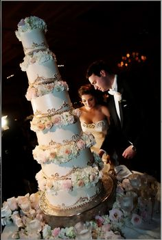 OK now...this is a wedding cake!