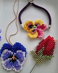 This Pin was discovered by Mer Bead Loom Patterns, Beaded Jewelry Patterns, Peyote Patterns, Beading Patterns, Seed Bead Jewelry, Bead Jewellery, Jewelry Making Beads, Beading Projects, Beading Tutorials