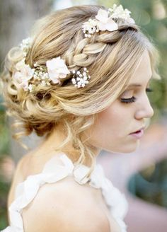 Krone Frisur mit Blumen und Deko Steinen                                                                                                                                                                                 Mehr Bridal Hair Braids, Bridal Updo, Bridal Hair Updo With Veil, Bridal Hairstyles With Braids, Wedding Hair Updo With Veil, Soft Wedding Hair, Messy Bridal Hair, Reign Hairstyles, Plait Hairstyles