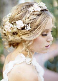 Krone Frisur mit Blumen und Deko Steinen