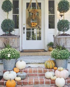 """Lauren Ashworth on Instagram: """"A look at our fall front porch! """""""