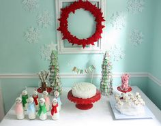 Great idea for a July birthday! Break out the Christmas decorations for a Christmas in July party with cute snowmen milk bottles.
