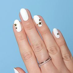 Stunning Minimalist Nail Art For Everyday Style, You won't be in a position to believe how beautiful your nails look, once you've painstakingly put all of them on. By deciding on these designs, you w. Nail Art Designs, Short Nail Designs, Simple Nail Designs, Nails Design, Minimalist Nails, White Nail Art, White Nails, Black Nail, Green Nails
