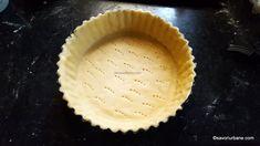 Quiche Lorraine - rețeta tradițională franțuzească de tartă sărată | Savori Urbane Quiche Lorraine, Bacon, Cookies, Desserts, Food, Crack Crackers, Tailgate Desserts, Deserts, Biscuits