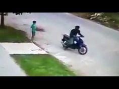 Indignante: un motochorro le robó a un nene de seis años: Había salido a hacer las compras al almacén. Le sacó 30 pesos de la mano.