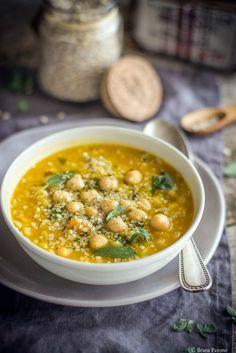 Zuppa di orzo e ceci Veg Recipes, Wine Recipes, Italian Recipes, Vegetarian Recipes, Cooking Recipes, Healthy Recipes, Confort Food, Vegan Soup, Food Photo