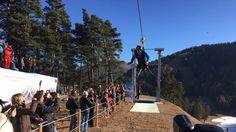 Voler à 120 km/h, à 100 mètres au dessus du sol. La plus grande tyrolienne de France, 2,63 kilomètres, a été inaugurée ce samedi à La Colmiane par le Champion de sport extrêmeTaïg Khris. Valdeblore est une commune française située dans le département des Alpes-Maritimes en région Provence-Alpes-Côte d'Azur.
