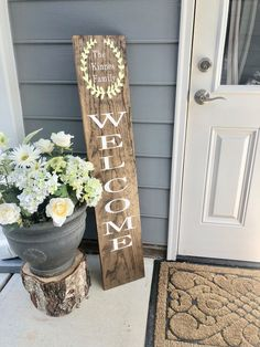 porch decorating spring / porch decorating ` porch decorating ideas ` porch decorating on a budget ` porch decorating spring ` porch decorating ideas for summer ` porch decorating on a budget diy ` porch decorating ideas on a budget ` porch decorating diy Summer Porch, Small Porches, House With Porch, Primitive Homes, Porch Signs, Summer Porch Decor, Farmhouse Front Porches, Small Porch Decorating, Porch Decorating