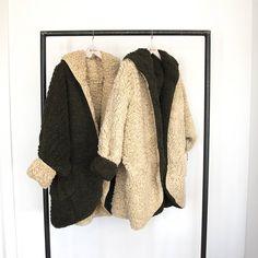 Jueves = ¡¡Novedades!! #algobonito #algobonitoenotoño #nuevacoleccion #nuevo #moda #fashion #style #new #ropa #abrigo #borreguito #tendencias #fall #otoño #newcollection #shopping #novedades #timeforshopping