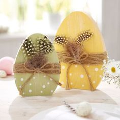 Eggs duo more easter decoration at www. Spring Projects, Easter Projects, Spring Crafts, Holiday Crafts, Easter Ideas, Bunny Crafts, Easter Crafts, Crafts For Kids, Diy Osterschmuck