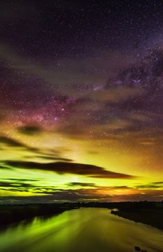 Aurora Australis, Queenstown, New Zealand. hopefully i can see this first hand :) Beautiful Sky, Beautiful World, Ciel Nocturne, Cool Pictures, Beautiful Pictures, To Infinity And Beyond, Chiaroscuro, Amazing Nature, Night Skies