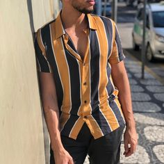 Style Outfits, Summer Fashion Outfits, Suit Fashion, Trendy Outfits, Fashion Looks, Super Moda, Vertical Striped Shirt, Half Shirts, Men Style Tips