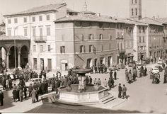 Matelica, Novembre 1971 - Domenica in piazza Enrico Mattei