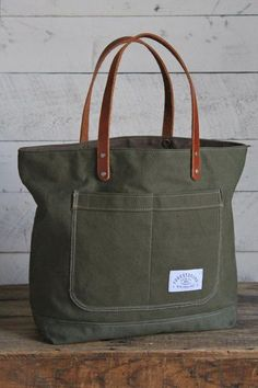 Diy canvas 548383692127810853 - WWII era Military Canvas Pocket Tote Source by My Bags, Purses And Bags, Denim Bag, Fabric Bags, Canvas Leather, Handmade Bags, Canvas Tote Bags, Bag Making, Leather Purses