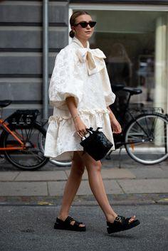 Daily Fashion, Fashion Milan, Fashion Week Paris, Cool Street Fashion, British Street Fashion, Milan Fashion Week Street Style, Fashion Weeks, Fashion Fashion, Vogue
