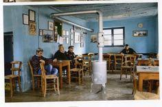 Το αρχαιότερο ελληνικό καφενείο βρίσκεται στον Λαύκο. Ο ιδιοκτήτης του Μανώλης Φορλίδας, πρώτος απο αριστερά