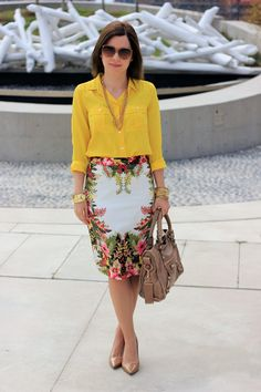 Love the yellow blouse and tropical skirt. Via Crazy Style Love