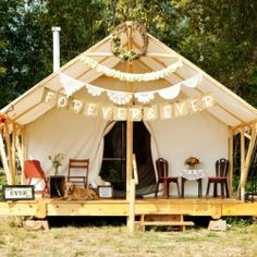 Keep calm and glamp on! This Idaho shoot is for the adventurous couple with style!