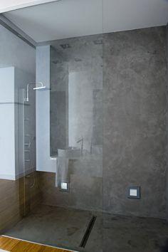ducha cemento pulido para baño planta invitados