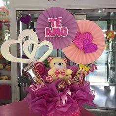 Valentines Gifts For Boyfriend, Valentines Diy, Boyfriend Gifts, Candy Gift Baskets, Candy Gifts, Candy Bouquet, Balloon Bouquet, Craft Gifts, Diy Gifts