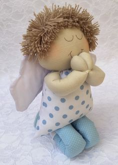 Anjo de pano confeccionado em tecido e enchimento anti-alérgico.  Cor a sua escolha.  Altura 25 cm. Diy Doll Pattern, Doll Patterns, Sewing Toys, Sewing Crafts, Sewing Projects, Handmade Angels, Sock Dolls, Angel Crafts, Boy Decor