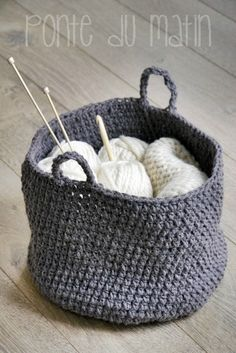 gotta make me one of these. Love Crochet, Learn To Crochet, Beautiful Crochet, Diy Crochet, Le Blog Du Goumy, Mochila Crochet, Knitting Patterns, Crochet Patterns, Knit Basket