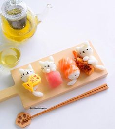 [Foodart] 🐱 meow~~ sushi lunch for Monday! Something quick for lunch today cause so much work to clear today. Hope you have a good start… Kawaii Bento, Cute Bento, Cute Food, Yummy Food, Healthy Food, Tasty, Sushi Lunch, Sushi Cat, Japanese Food Art