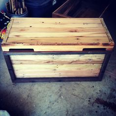 Pallet wood blanket box