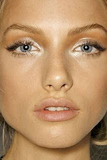 And beautiful nude makeup for blondes.