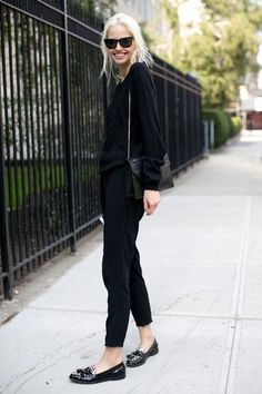 Model Street Style at NY Fashion Week Spring 2014 All Black Fashion, All Black Outfit, Look Fashion, Ny Fashion Week, Fashion Trends, Fashion Ideas, Casual Chic, Style Désinvolte Chic, Mode Style