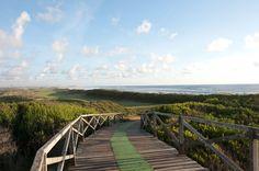Nordportugal für Golfer - via Golfsport magazin 14.08.2014 | Neben atemberaubenden, satt grünen Landschaften, alten Städten, verträumten Örtchen, geschäftigen Straßen, historischem Charme und der Gastfreundschaft hat der Norden Portugals auch für Golfer einiges zu bieten. Mit mittlerweile fünf erstklassigen, gepflegten und weitläufigen Golfplätzen hat sich die Region zu einem Golfer-Paradies entwickelt. Foto: Estela Golf Nordportugal für Golfer
