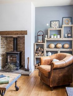 Awesome DIY Living Room Fireplace Ideas - Home Professional Decoration Cottage Living Rooms, Coastal Living Rooms, New Living Room, Living Room Interior, Home And Living, Modern Living, Living Room Wall Colours, Cottage Living Room Small, Cosy Living Room Decor