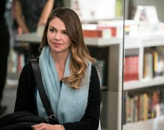 From the creator of Sex and The City, 'Younger' stars Sutton Fos. From the creator of Sex and The City, 'Younger' stars Sutton Foster, Hilary Duf - Summer Hairstyles, Cool Hairstyles, Debi Mazar, Sutton Foster, Hair Color And Cut, Tv Land, Hilary Duff, Character Outfits, The Duff