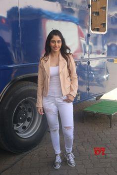 "Mumbai: Promotion of film ""Loveratri"" Warina Hussain - Social News XYZ Photos: at the Promotion of film Beautiful Bollywood Actress, Beautiful Indian Actress, Beautiful Actresses, Bollywood Girls, Bollywood Fashion, Short Girl Fashion, Oscars Red Carpet Dresses, Fashion Clothes, Fashion Outfits"