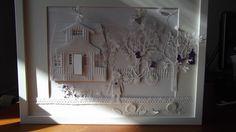keine Karte, sondern ein Bilderrahmen mit Stanzen von Marianne Design, Cottage Cuts und Memory Box für ene Freundin, die alles in weiss mit einem Hauch lila mag....