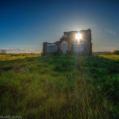 400  Taken at  YEᗯ TᖇEE ᖴᗩᖇᗰ, ᗷᑌᖇᔕᑕOᑌGᕼ  Derelict Burscough Lancashire Farm Urbex Dusk Dawn Sunset Explore Decay Abandoned Nikon Fun Grime Urban decay Sun Light Instagram