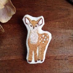 小鹿さん編 刺繍ブローチ