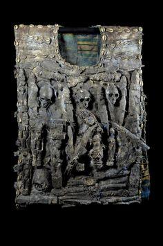 Pièce spectaculaire et rare, acquise à Porto Novo. !!!!! Proche des Egun, ce costume particulier d'un Babalawo (ou Babaaláwo, prononcé Baba-a-láwo) qui est un prêtre d'Ifa. L'Ifa est un système de divination qui représente les enseignements de l'orisha Orunmila, orisha de la Sagesse. Les Babalawo affirment s'assurer du futur au travers de leur communication avec Orunmila. Cette communication est effectuée au travers des formes prises par la chaîne de ...