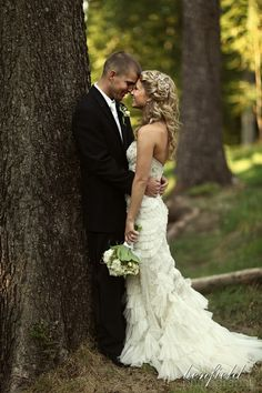 gorgeous bride and groom in the woods, love this | bride and groom photos