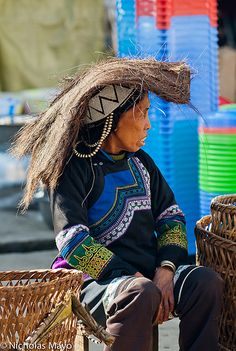 Natural Sun Hat | A Hani woman, using natural fibre as a hat… | Flickr