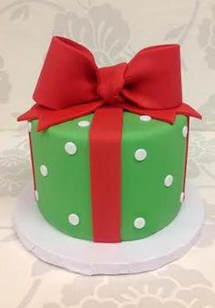 Christmas present cake from The Cupcake Shoppe in Raleigh. Pretty Cakes, Beautiful Cakes, Christmas Baking, Christmas Cookies, Christmas Baby Reveal, Christmas Present Cake, Christmas Makes, Christmas Ideas, Different Cakes