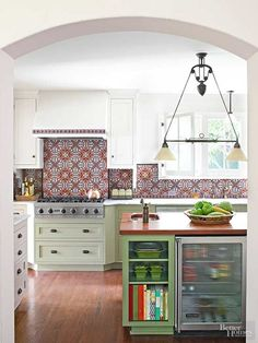 A Splashy Makeover for a Dated Kitchen