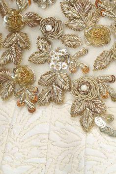Amit Sachdeva Zardosi Embroidery, Tambour Embroidery, Hand Work Embroidery, Couture Embroidery, Embroidery Motifs, Indian Embroidery, Gold Embroidery, Embroidery Fashion, Hand Embroidery Designs